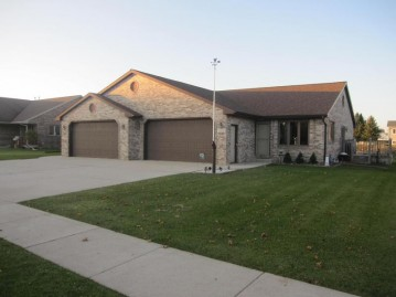 2326 Songbird Ct, Plymouth, WI 53073