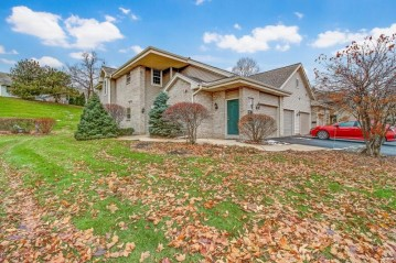 18665 Emerald Cir C, Brookfield, WI 53045-3699