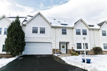 345 Jennifer Ln, Brookfield, WI 53045