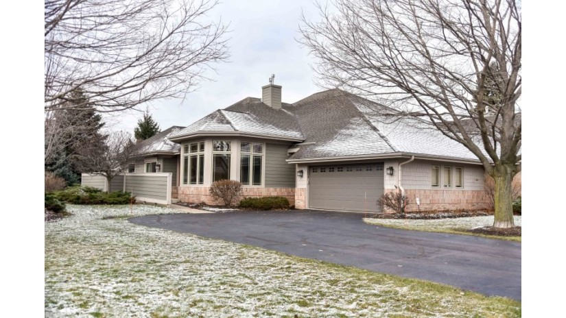 154 Parkfield W Ct Wind Point, WI 53402-3140 by Shorewest Realtors $315,000