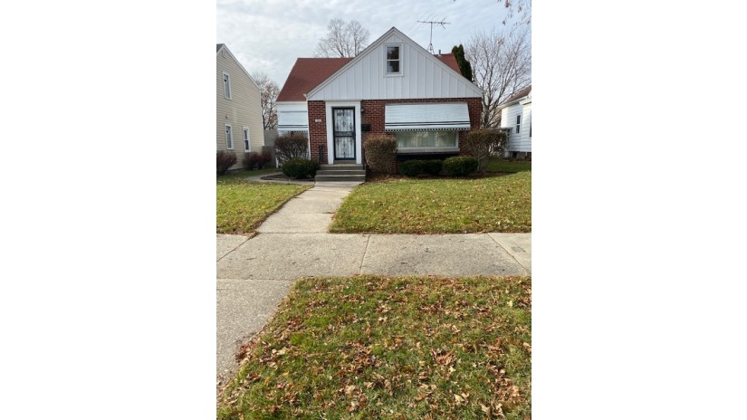 3289 S Springfield Ave Milwaukee, WI 53207-3133 by Shorewest Realtors $229,900