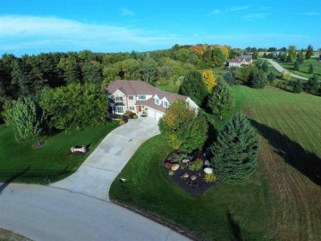 N2972 Manorwood Lane, Ellington, WI 54944
