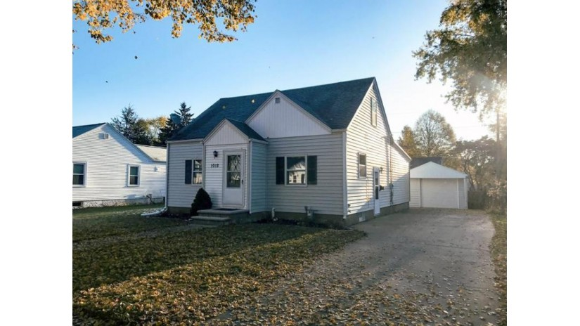 1012 PARK Street Green Bay, WI 54303 by Shorewest Realtors $159,900