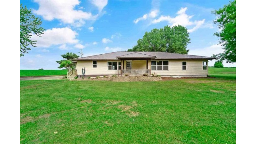 1642 Greenway Rd Bristol, WI 53590 by Mhb Real Estate $279,000