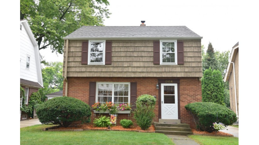 8134 Aberdeen Ct Wauwatosa, WI 53213-1610 by Shorewest Realtors $298,900