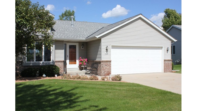 1624 Nature Trl Hartford, WI 53027-8611 by Shorewest Realtors $244,900