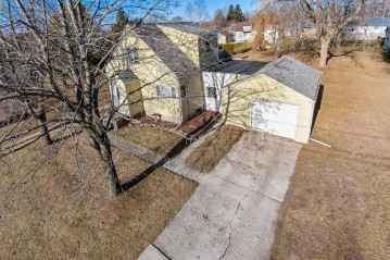 1008 30th St, Two Rivers, WI 54241-2326