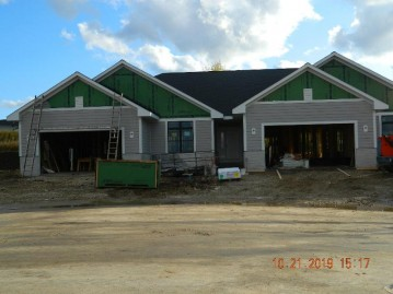 19951 Overstone Dr 24-1, Lannon, WI 53046