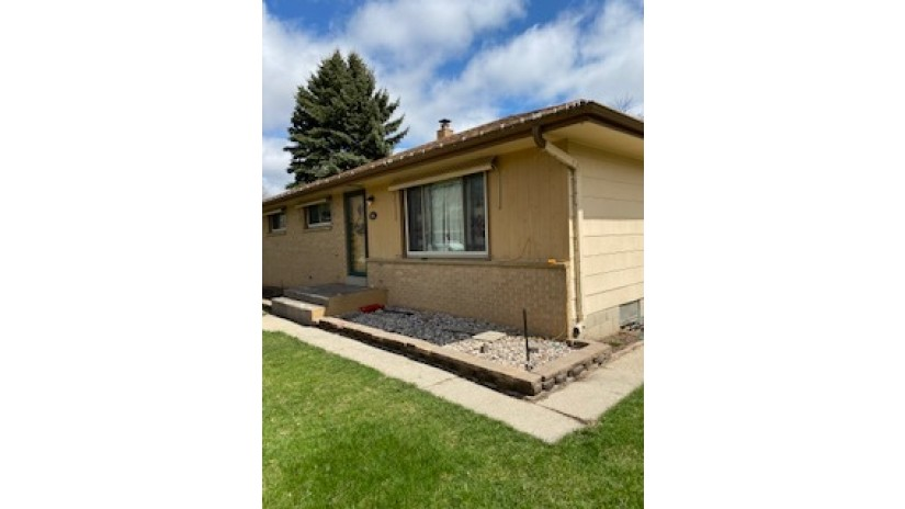 4014 S 84th St 格林菲尔德,WI 53228-2306由Shorewest Realtors $ 135,000