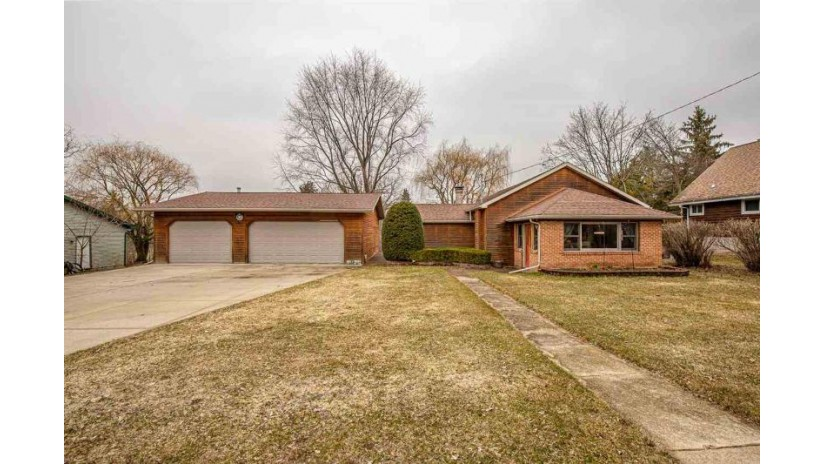 528 N Main St Fall River, WI 53932 by Strata Real Estate $229,900