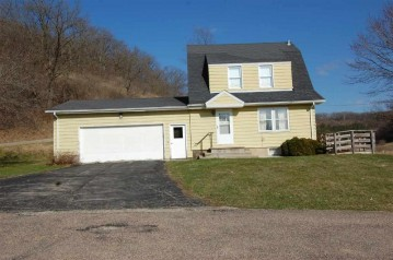 E3655 Cummings Rd, Bear Creek, WI 53588