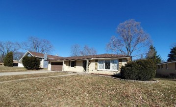 7988 S Verdev Dr, Oak Creek, WI 53154