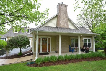 N68W5751 Bridge Commons Ct, Cedarburg, WI 53012-2145