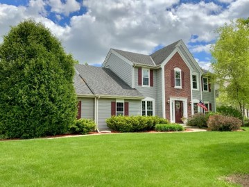 7049 W Pineberry Ridge, Franklin, WI 53132-8565