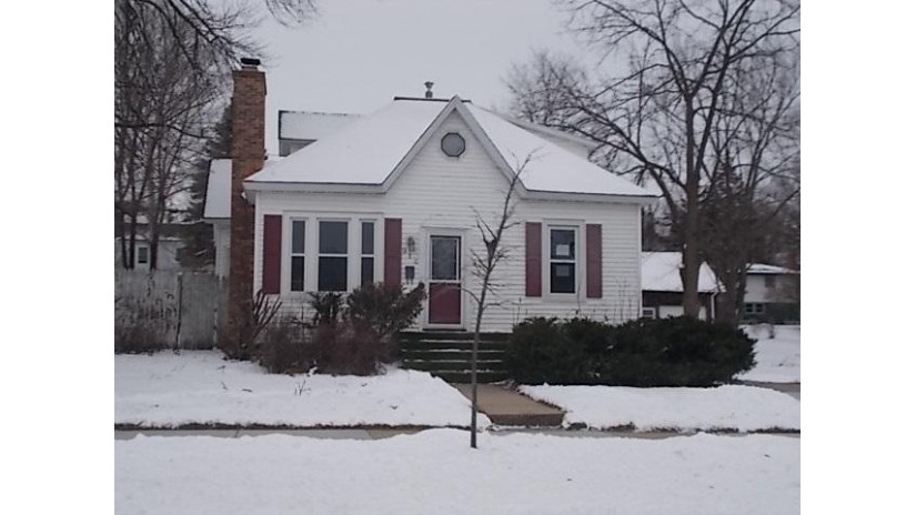 914 W Carroll St Portage, WI 53901 by Steinmetz Real Estate Group Llc $99,900