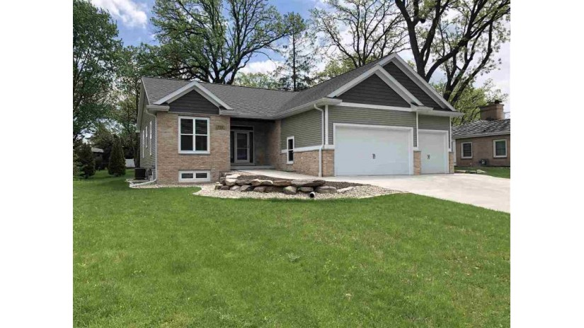 733 Woodland Dr Sun Prairie, WI 53590 by Tnt Realty Group, Llc $499,900