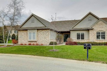 W50N595 Highland Crossings Cir, Cedarburg, WI 53012-3506
