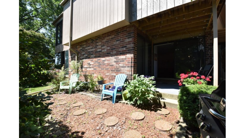 425 W Willow Ct 108 Fox Point, WI 53217-2656 by Shorewest Realtors $137,900