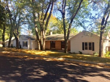 1400 Livsey Pl, Watertown, WI 53094-5012