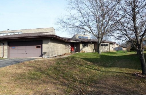 6660 Fairway Cir, Windsor, WI 53598