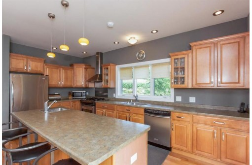 8701 Spring Valley Rd, Black Earth, WI 53515