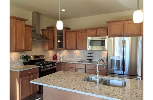 201 W Gonstead Rd, Mount Horeb, WI 53572