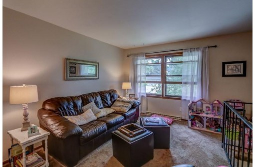 206/208 Maple Dr, Mount Horeb, WI 53572