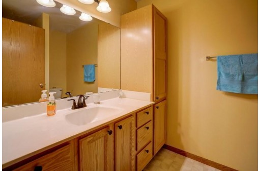 6155 Dell Dr 2, Madison, WI 53718