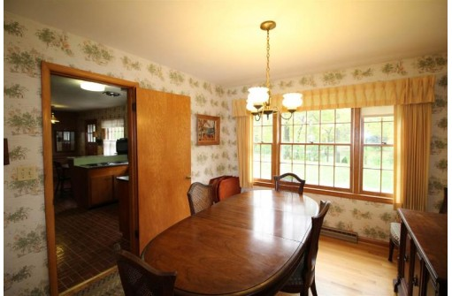 90 S Harmony Dr, Janesville, WI 53545