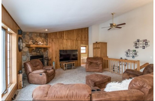 355 Maple Heights Rd, Marshall, WI 53559
