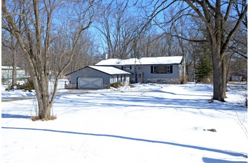 2142 Sand Hill Rd, Oregon, WI 53575