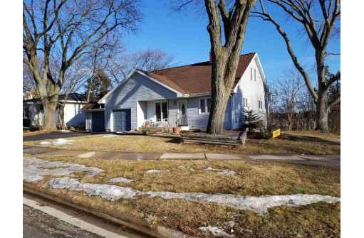 4301 Dwight Dr, Madison, WI 53704