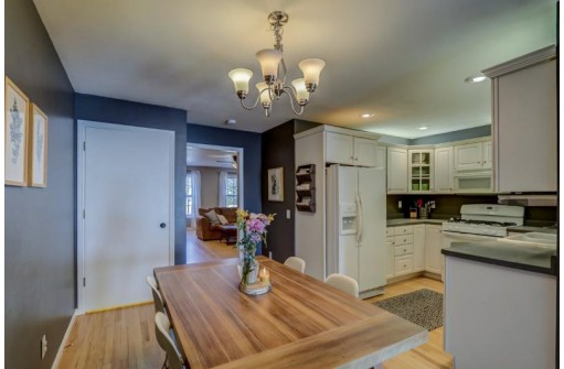 26 Waterford Cir, Madison, WI 53719