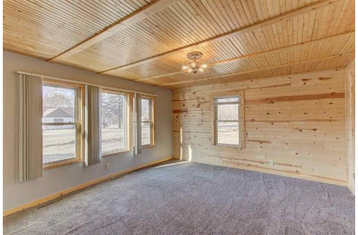 W8150 Dunning Rd, Pardeeville, WI 53954