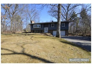 7590 Valley Woods Ct Verona, WI 53593