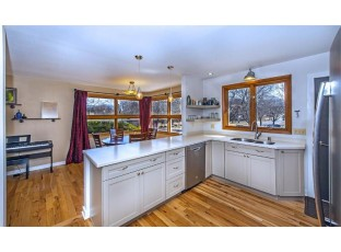 305 Orchard Dr Madison, WI 53705