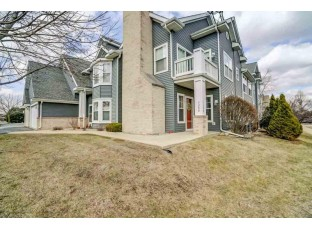 3288 Stonecreek Dr Madison, WI 53719