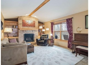 30 Weir Cir Madison, WI 53719