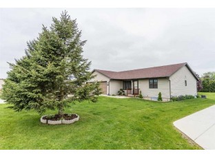 1157 9th St Baraboo, WI 53913