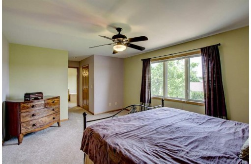 906 Turnberry Dr, Waunakee, WI 53597