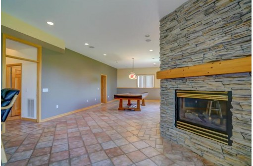 730 Mourning Dove Dr, Cottage Grove, WI 53527