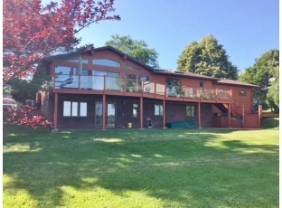 1722 Lakeview Dr Tomah, WI 54660