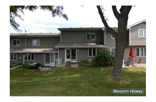 111 Meadow Oak Tr, Waunakee, WI 53597