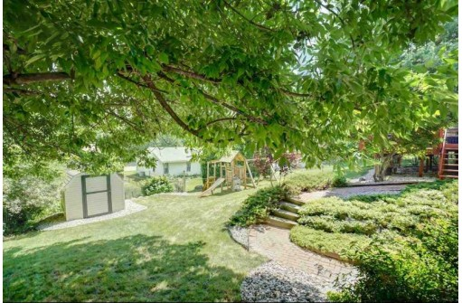 2581 Chesapeake Dr, Madison, WI 53719