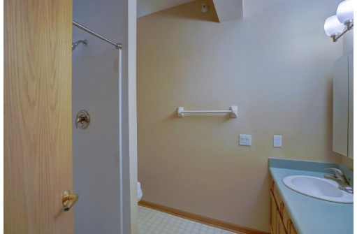 3010 Yarmouth Greenway Dr 206, Fitchburg, WI 53711