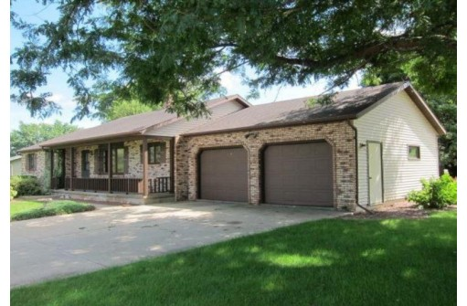 837 3rd Ave, New Glarus, WI 53574