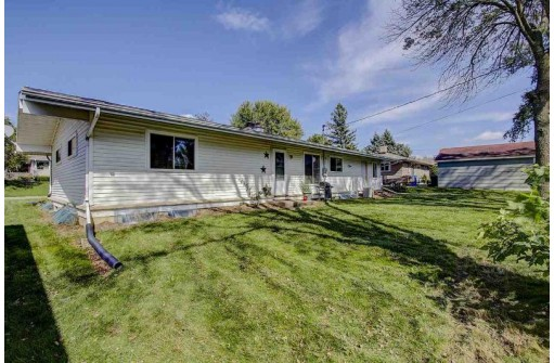 508 Prospect Rd, Waunakee, WI 53597