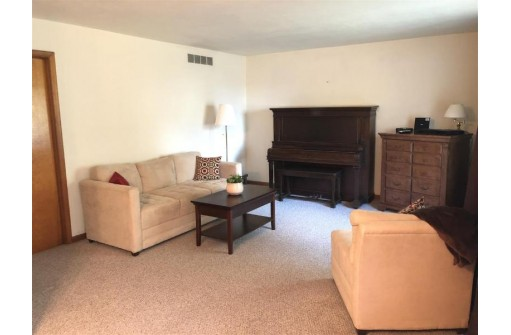 122 N Winsted St, Spring Green, WI 53588