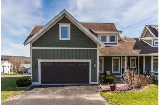 321 Inverness Terrace Ct, Baraboo, WI 53913