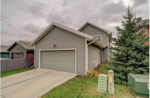 7154 Belle Fontaine Blvd, Middleton, WI 53562